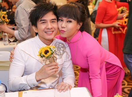 Viet Huong deo day chuyen vang hon 2 ty di ra mat show moi - Anh 4