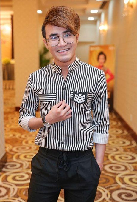 Viet Huong deo day chuyen vang hon 2 ty di ra mat show moi - Anh 7