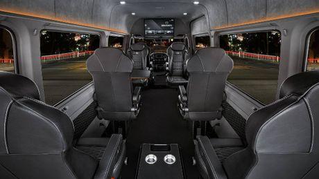 Brabus VIP Conference Lounge: Xe cho doanh nhan VIP - Anh 4