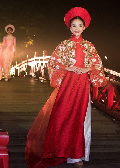 Top 10 Hoa hau VN 2016 To Nhu tu tin lam vedette - Anh 2