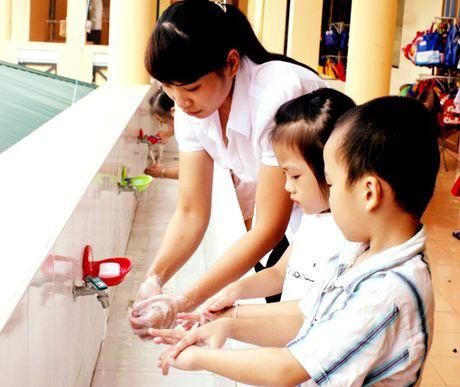 Benh tay chan mieng tan cong truong hoc - Anh 1