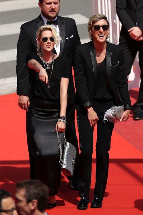 Kristen Stewart khong xau ho ve gioi tinh - Anh 2