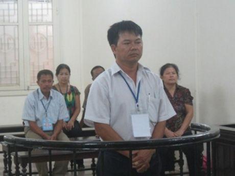 "Nguyen can bo thon bi buoc toi ban dat… ""ao"" - Anh 1"