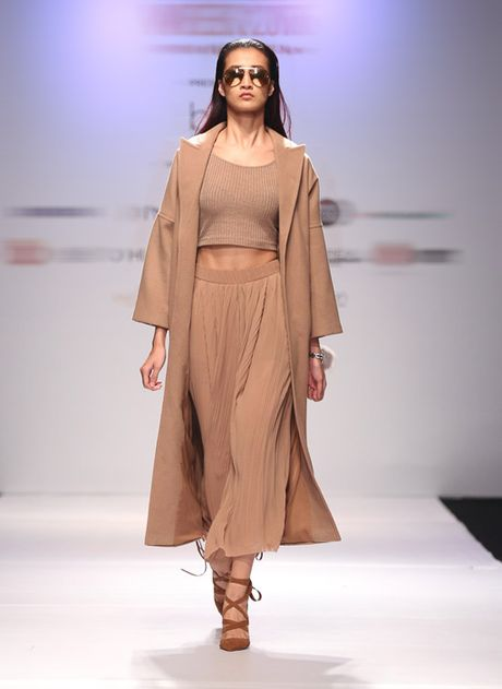 Trang 'do' Next Top sang chanh tren san dien - Anh 1
