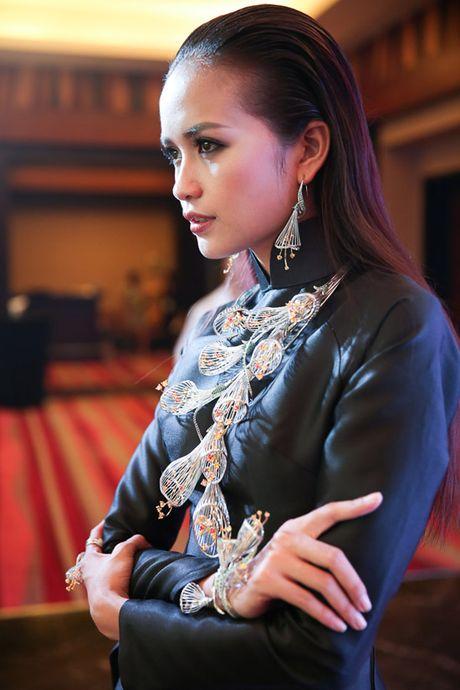 Trang 'do' Next Top sang chanh tren san dien - Anh 2