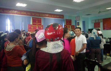 Vu me con san phu tu vong o Quang Binh: Nguoi nha 'vay' benh vien - Anh 2