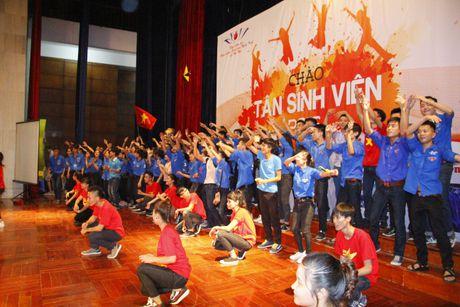 2000 sinh vien Nghe Tinh chay het minh trong chuong trinh 'Chao tan sinh vien 2016' - Anh 2