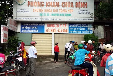 Dong Nai: Phong kham noi khoa to chuc kham phu khoa bi tuoc giay phep - Anh 1