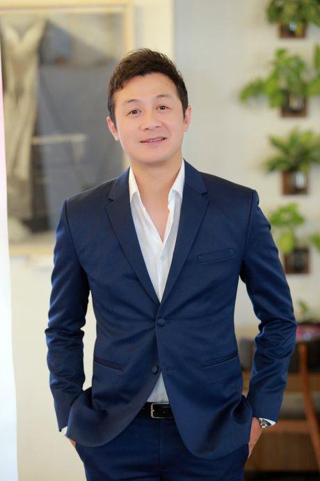 A quan The Face Khanh Ngan vai tran quyen ru ben MC Anh Tuan - Anh 5