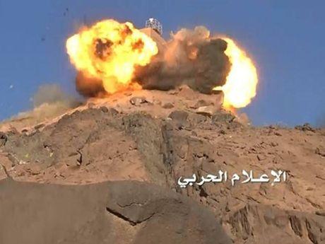 Can cu khong quan cua Saudi Arabia bi Yemen tan cong bang ten lua dan dao - Anh 1