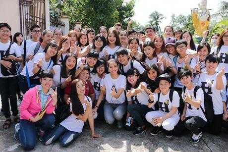 NSND Ngoc Giau cung Pham Huong ve Ben Tre phat thuoc cho nguoi ngheo - Anh 8