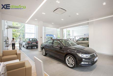 Volkswagen Viet Nam giam gia 151 trieu dong cho xe Passat - Anh 1