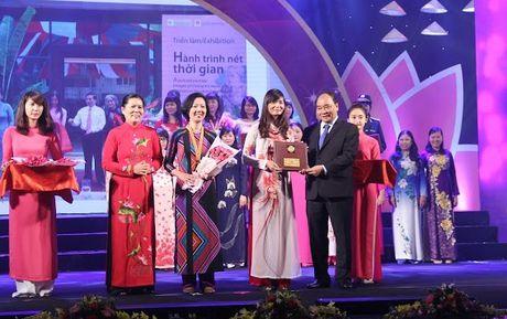 Nhieu ca nhan duoc nhan Giai thuong Phu nu Viet Nam 2016 - Anh 1