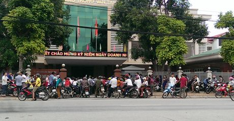 Nguoi dan Ha Tinh do xo di doi GPLX do khong nam ro thong tin - Anh 4
