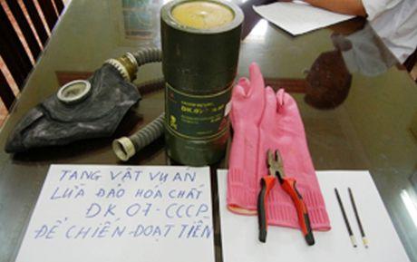 Doi tuong rao ban hoa chat DK 07 da bi bat - Anh 2