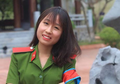 Nu thu khoa khoi C Hoc vien Canh sat nhan dan - Anh 1