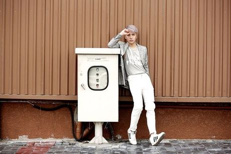 Kye Nguyen goi y outfit cho ngay giao mua cung loat thiet ke cua Chung Thanh Phong - Anh 11