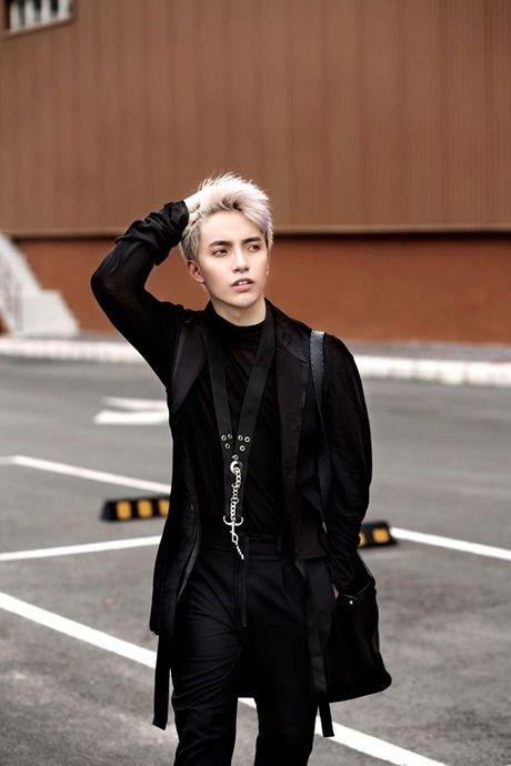 Kye Nguyen goi y outfit cho ngay giao mua cung loat thiet ke cua Chung Thanh Phong - Anh 3