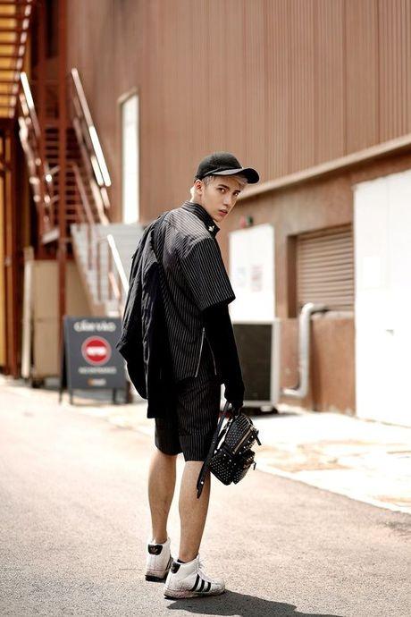 Kye Nguyen goi y outfit cho ngay giao mua cung loat thiet ke cua Chung Thanh Phong - Anh 8