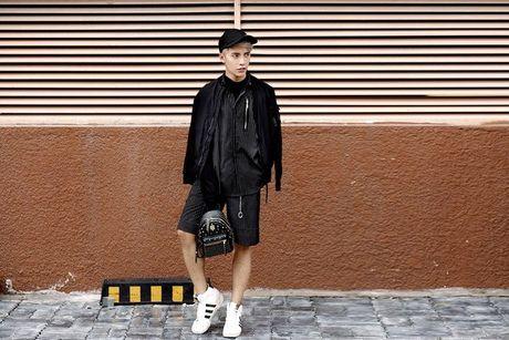 Kye Nguyen goi y outfit cho ngay giao mua cung loat thiet ke cua Chung Thanh Phong - Anh 9