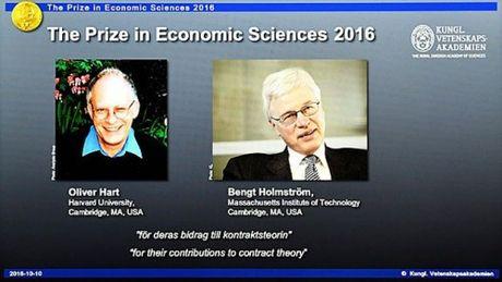 Hai giao su kinh te tro thanh chu nhan giai Nobel Kinh te 2016 - Anh 2