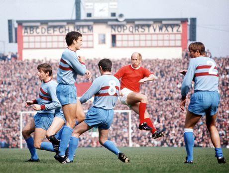 Bobby Charlton: Tuong dai song o Old Trafford - Anh 11