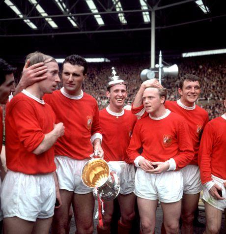 Bobby Charlton: Tuong dai song o Old Trafford - Anh 12