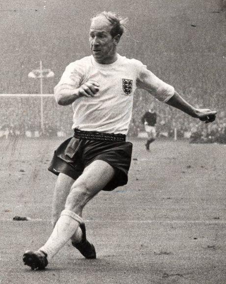 Bobby Charlton: Tuong dai song o Old Trafford - Anh 13
