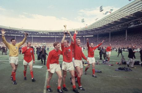 Bobby Charlton: Tuong dai song o Old Trafford - Anh 3