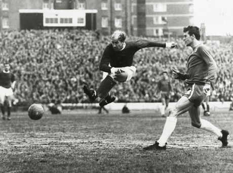 Bobby Charlton: Tuong dai song o Old Trafford - Anh 5