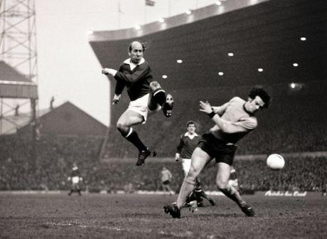 Bobby Charlton: Tuong dai song o Old Trafford - Anh 7