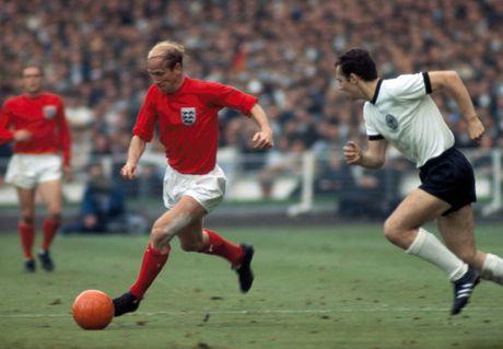 Bobby Charlton: Tuong dai song o Old Trafford - Anh 8