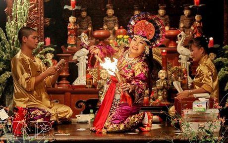 Bo Y te phan hoi vu can bo bi to 'hau dong' cau thang quan tien chuc - Anh 1