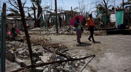 Hang trieu nguoi Haiti can cuu tro khan cap sau bao Matthew - Anh 1