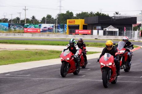 200 VDV tham du Giai dua moto chuyen nghiep nhat Viet Nam - Anh 1
