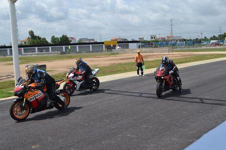 200 VDV tham du Giai dua moto chuyen nghiep nhat Viet Nam - Anh 2