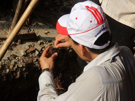 Thay gi khi khai quat khu vuc mo vua Quang Trung - Anh 1