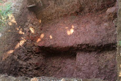 Thay gi khi khai quat khu vuc mo vua Quang Trung - Anh 7