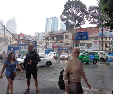 Bat dau bung duong, don ha 75 cay xanh de lam metro - Anh 5