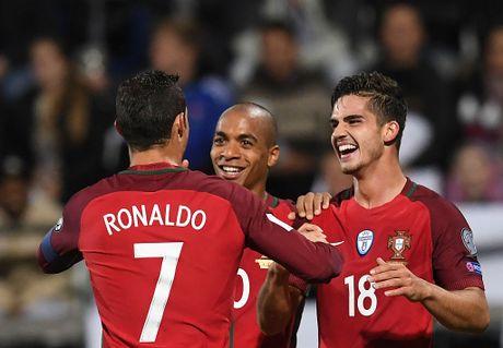 Ronaldo lap cong trong tran Bo Dao Nha thang 6-0 - Anh 3