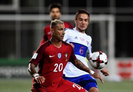 Ronaldo lap cong trong tran Bo Dao Nha thang 6-0 - Anh 4