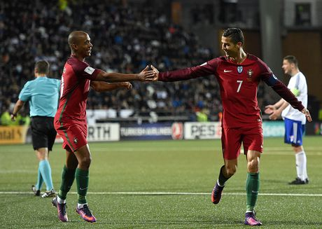 Ronaldo lap cong trong tran Bo Dao Nha thang 6-0 - Anh 7