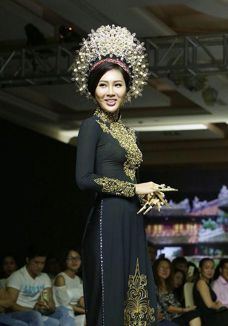 A hau Trinh Kim Chi lam vedette tren san dien thoi trang - Anh 3