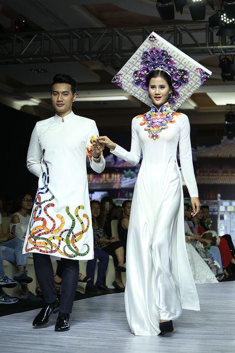 A hau Trinh Kim Chi lam vedette tren san dien thoi trang - Anh 4