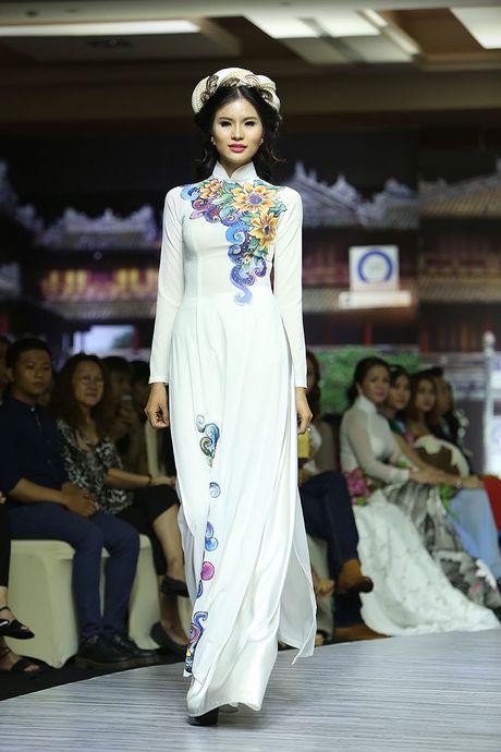 A hau Trinh Kim Chi lam vedette tren san dien thoi trang - Anh 8