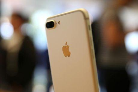 Sau gan 1 thang, nguoi My van khong the mua iPhone 7 Plus - Anh 1