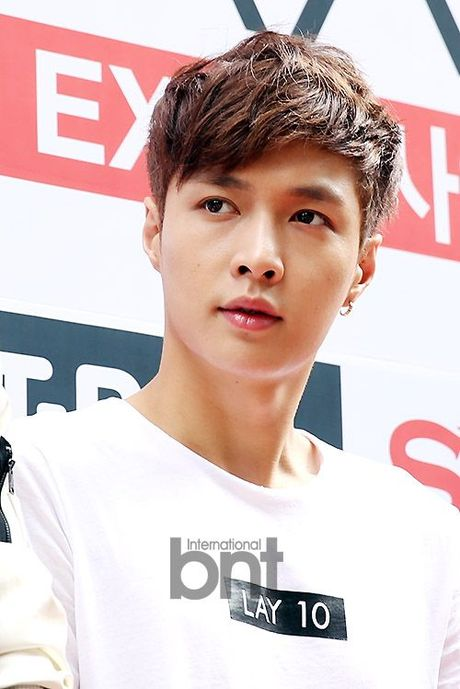 Thanh vien EXO ngat xiu o san bay - Anh 1