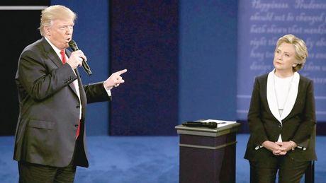 Trump tung don hiem, van lep ve ba Clinton - Anh 1