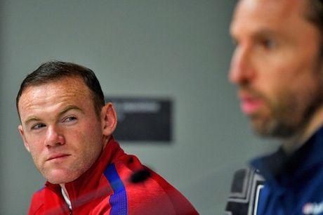 Rooney nen lam gi khi phai ngoi du bi? - Anh 4