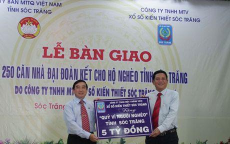 Soc Trang: Trao 250 can nha dai doan ket cho ho ngheo - Anh 1